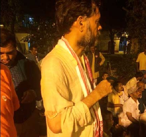 Yogendra-Yadav-Beaten