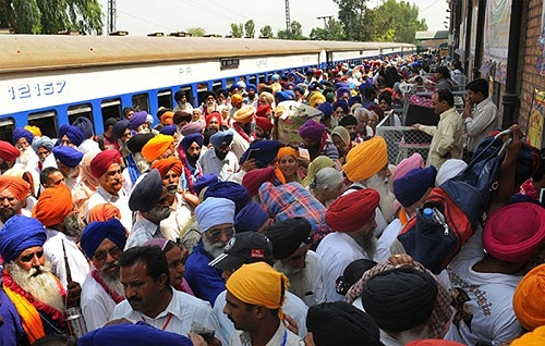 Dera-Followers-Blocked-Rail-Road-Traffic