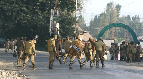 Kashmir-Bandh-People-Troubled
