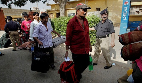 86-Indians-Walk-Back-Home-From-Pakistan