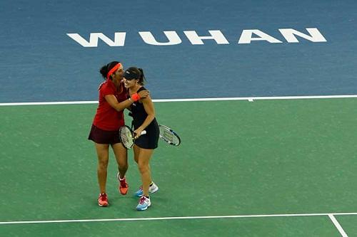 Sania-Hingis-Wuhan-Open-Title