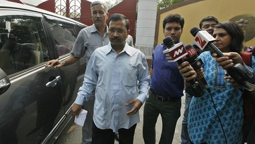 Civic-Officials-Protest-Outside-CM-Kejriwal-House