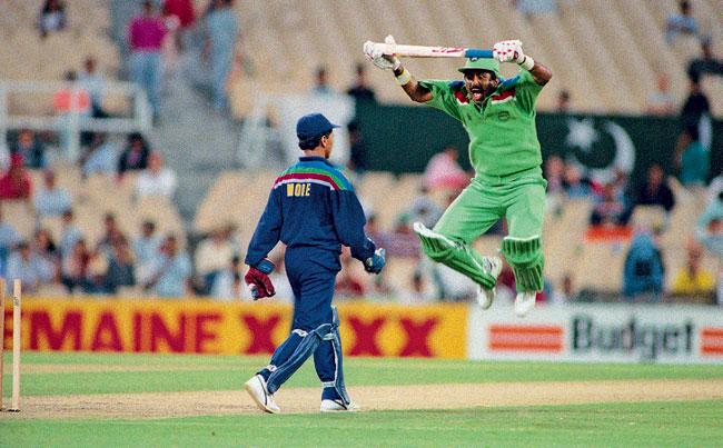 Kiran More vs Javed Miandad