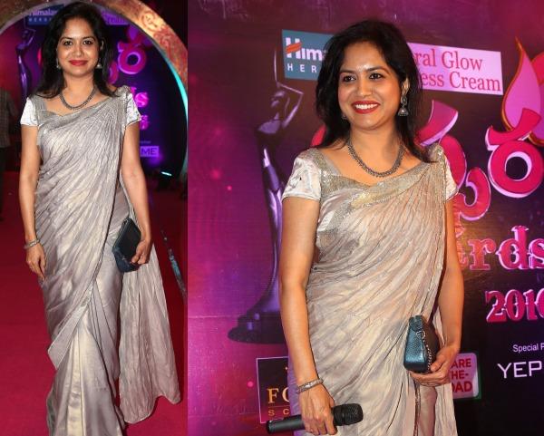 Singer Sunitha At Apsara Awards 2016