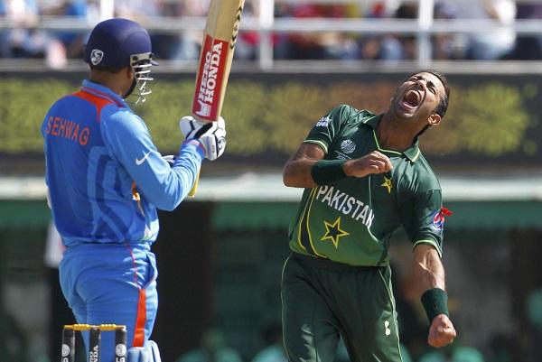 Virender Sehwag vs Umar Gul