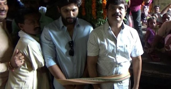 Allu Arjun Got Stuck In Simhachalam Temple Lift Full Video