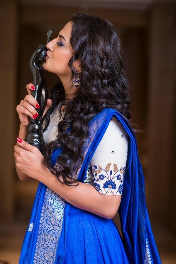 Shraddha-Srinath-Pics-at-SIIMA-Awards-2017