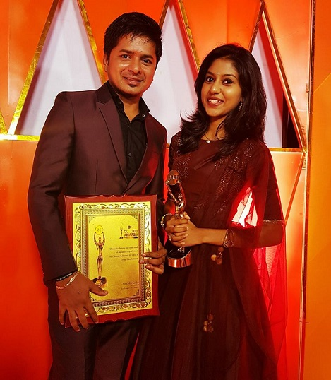 Madhu Priya Receiving Award For Vachinde Song From zee