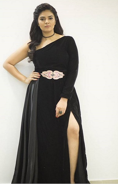 Sreemukhi Height