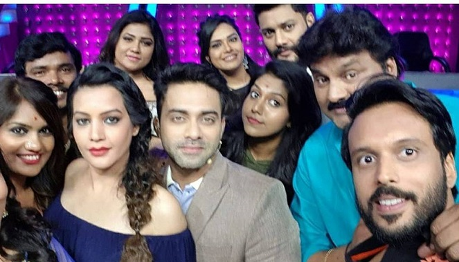 madhu priya with big boss season 1 team