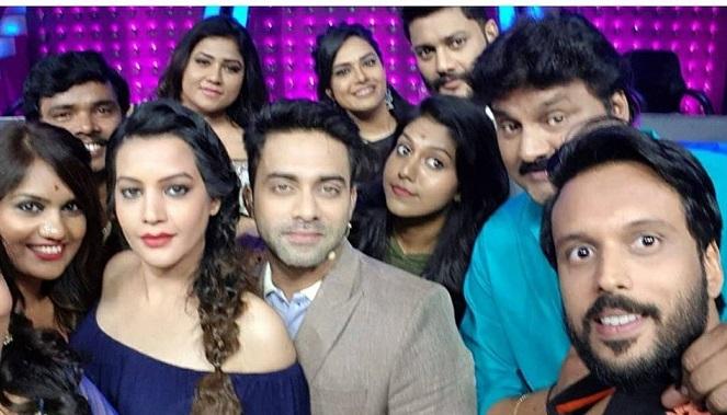 madhu priya with big boss season 1 team