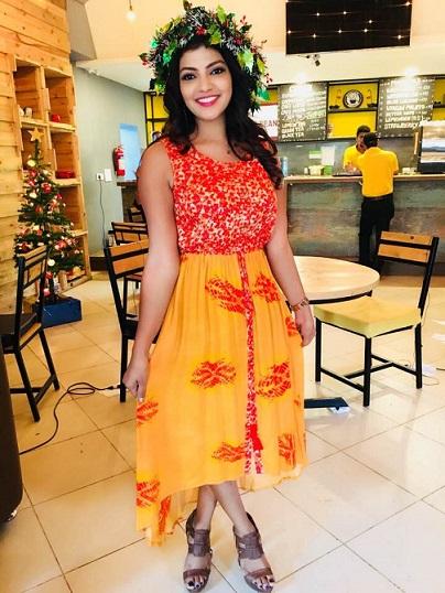 mahaa news anchor lahari shari photos